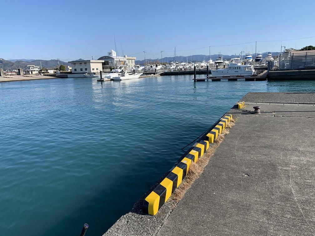 漁港の奥側