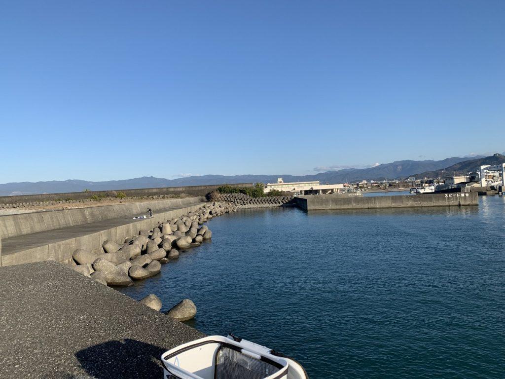 吉川漁港の外側堤防
